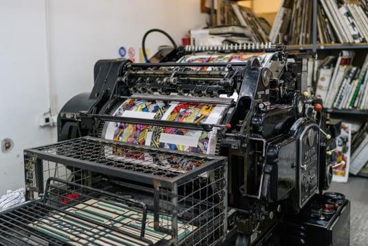 Dvobojna masina Heidelberg cilindar u procesu rada